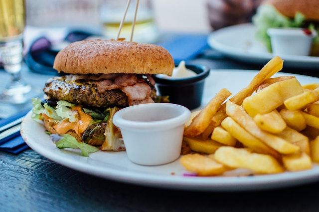 Reducir los niveles de estrés podría llevar a comer menos comida rápida