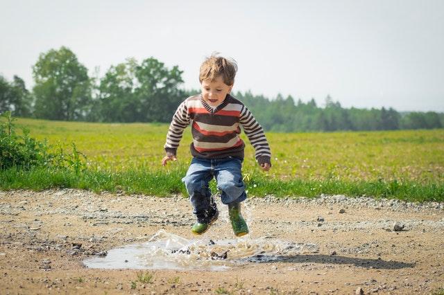 ¿Hace el azúcar hiperactivo a los niños?